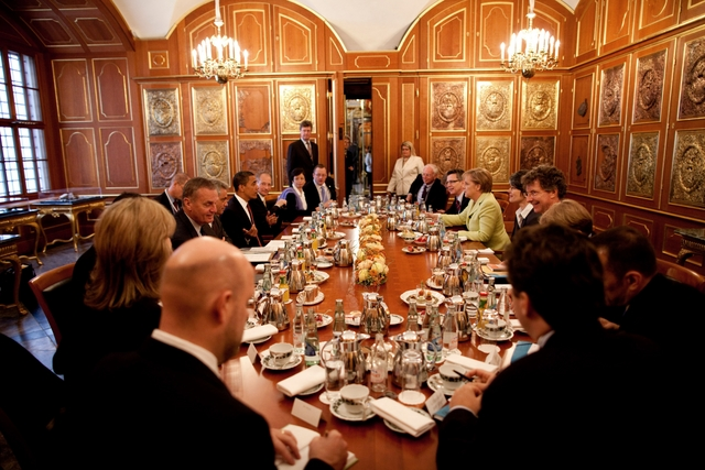 Company Luncheon and Dinner Meetings Etiquette : Company Dinner Meetings from www.howtoee.com size 640 x 427 jpeg 258kB
